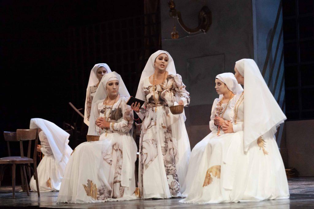 Costumi Dell'opera Lirica Suor Angelica Di Gian Maria Aliverta Realizzati Da Coloriage Per La Costumista Sara Marcucci